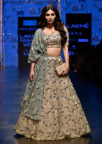 PAYAL SINGHAL-STRAIGHT OFF THE RUNWAY