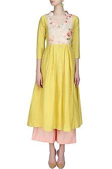 Mustard kalidaar kurta and peach straight pants set by Anshul Apoorva-The DramaQueens