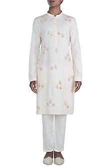 Off White Embroidered Kurta Set by Anju Agarwal