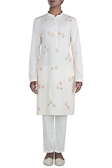 Off White Embroidered Kurta Set by Anju Agarwal