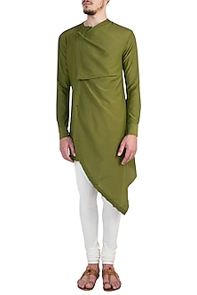 Olive Green Asymmetrical Kurta by Rishta By Arjun Saluja Men