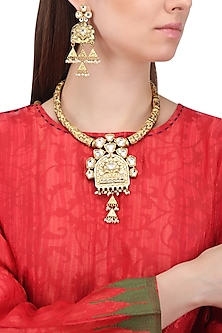 Antique Gold Finish Kundan Hasli Necklace Set by Auraa Trends
