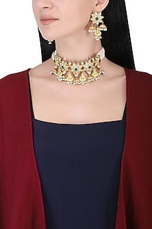 Gold plated kundan, green beads and pearl bunch choker necklace set by AURAA TRENDS