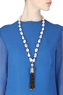 Baroque pearls and black semi-precious stones tulip string necklace