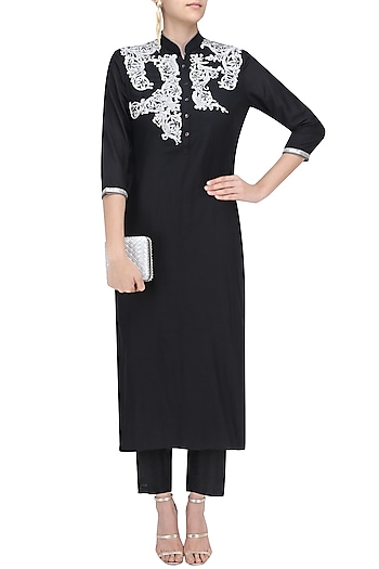 Black Embroidered Straight Kurta and Pants Set by Breathe By Aakanksha Singh