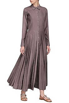 Beige pleated maxi dress by Chillosophy