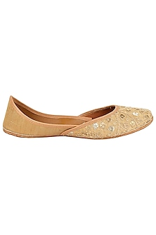 Gold Zari Embroidered Juttis by Coral Haze