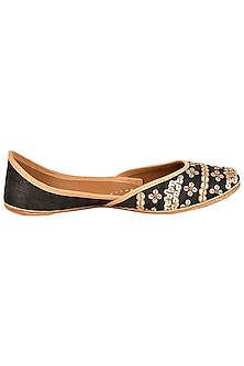Black Silk Embroidered Juttis
