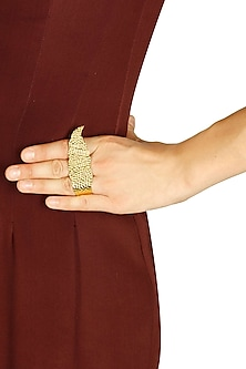 Gold finish curl feather ring by Dhora