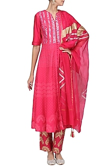 Rose Pink Patra Embroidered Kurta Set by Devnaagri
