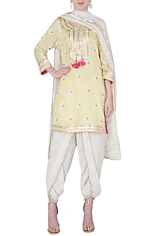 Yellow floral embroidered kurta set by GOPI VAID