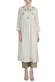 Off White Embroidered Silhouette Kurta With Pants by Gazal Mishra