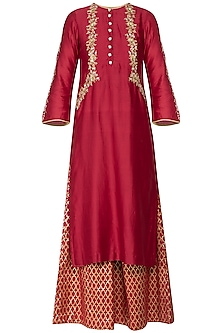 Red embroidered banarasi kurta set