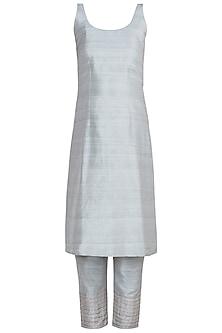 Grey Embroidered Kurta Set by Khushbu Rathod