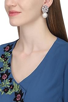 Silver plated pearl earrings by Kiwi by Musskan