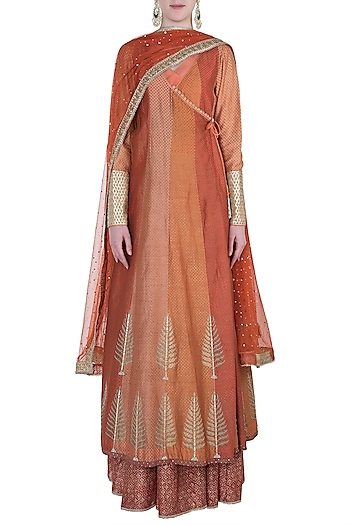 Orange embroidered kurta set by Kotwara by Meera and Muzaffar Ali