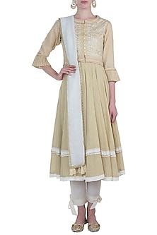 Beige embroidered kurta set with waistcoat by Kotwara by Meera and Muzaffar Ali