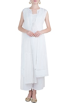 White chikankari choga kurta set with inner by Kotwara by Meera and Muzaffar Ali