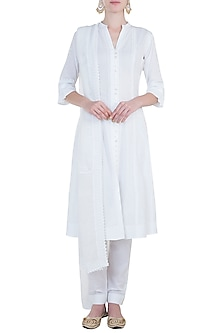 White chikankari kamdani choga kurta set by Kotwara by Meera and Muzaffar Ali