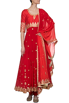 Red embroidered anarkali set by RANA'S by Kshitija