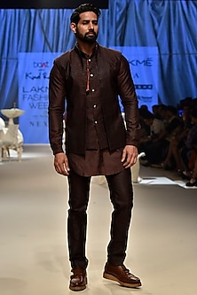 Wine Textured Kurta Set With Bandi by Kunal Rawal