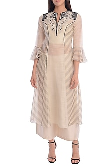 Grey & Ivory Embroidered Panelled Kurta Set by Mandira Wirk