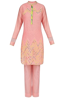 Peach Zig Zag Embroidered Kurta With Cigarette Pants by Mandira Wirk