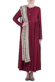 Raspberry embroidered kurta set by Natasha J