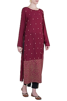 Raspberry embroidered and printed kurta with pants by Natasha J