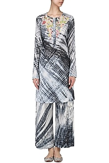 Black embroidered Shibori kurta with broad pants by Nineteen89 by Divya Bagri