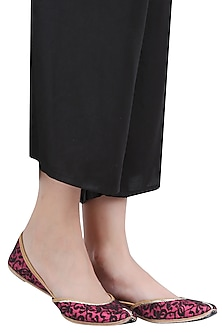 Plum and Black Floral Net Embroidered Juttis