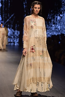 Ivory Embroidered Tunic With Digital Printed Inner & Pashmina Shawl by Prama by Pratima Pandey