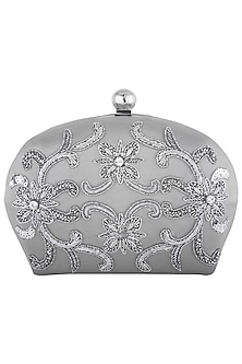 Silver embroidered sling clutch bag by PRACCESSORII