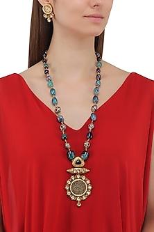 Matte Finish Kundan, Theva and Black Alloy Beads Necklace Set