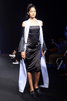 Light Blue Front Open Long Sleeveless Jacket by QUO
