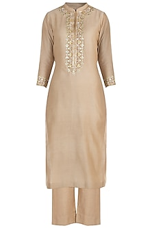Beige embroidered kurta set by RAR STUDIO
