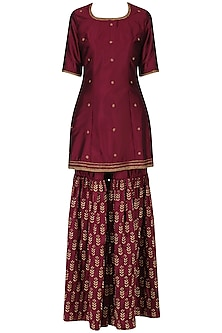 Cola embroidered short kurta with lehenga set by Ridhi Arora