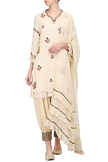 Ivory Embroidered Kurta Set by Samatvam by Anjali Bhaskar