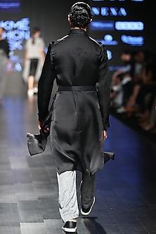Black Basic Kurta by Sayantan Sarkar Men