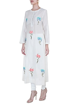 Off White Embroidered Kurta by Samant Chauhan
