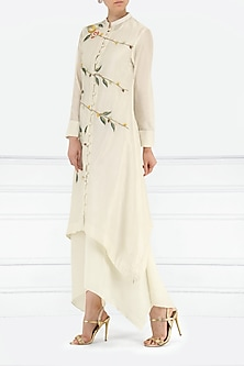 Off White Embroidered Asymmetrical Layered Kurta by Samant Chauhan
