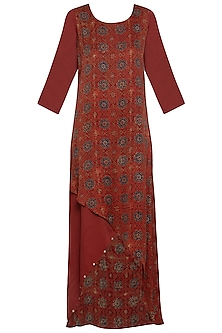 Maroon embroidered asymmetrical gown