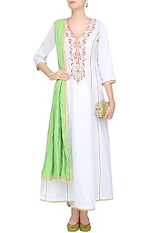 White Rosette Embroidered Kalidaar Kurta Set With Floral Printed Straight Pants by Seema Khan