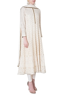 Ivory embroidered kurta set by SOLE AFFAIR