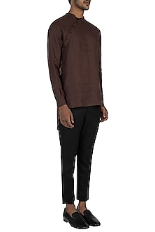 Dark brown slant placket kurta by Son Of A Noble SNOB