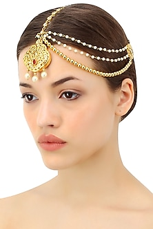 Gold plated triple layered paasa maang tika with ruby and faux pearl drops by Soranam