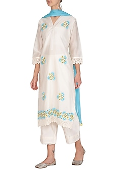 Off White & Blue Chanderi Kurta Set by Surabhi Arya