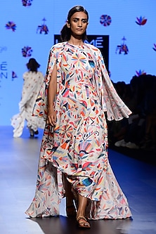 Off White Embroidered Asymmetrical Cape and Cape Set by Swati Vijaivargie