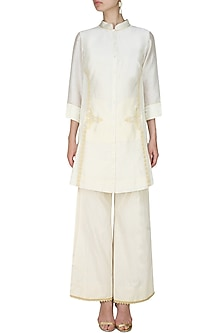 Ivory handcut motif back winged tall shirt by SWGT By Shweta Gupta