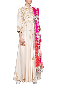 White embroidered suit set by SWATI JAIN